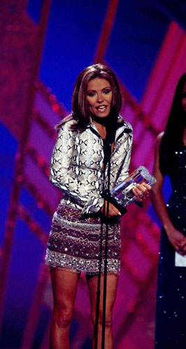 "Kelly Ripa, who plays Hayley Vaughan on ""All My Children,"" holds her award after being named outstanding younger lead actress at the annual Soap Opera Digest Awards at the Hollywood Palladium in Los Angeles on Friday, March 10, 2000. Winners were selected by the readers of Soap Opera Digest from a list of nominees compiled by editors of the magazine. (AP Photo/JPI, John Paschal)"