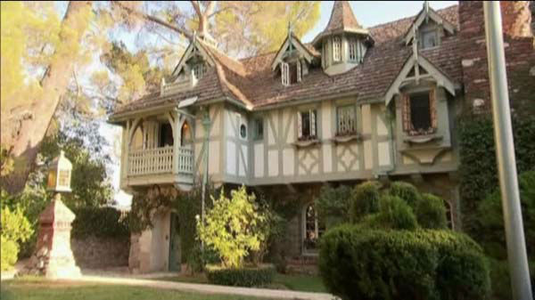 A home that's for sale in the foothills of Los Angeles is fit for a princess -- a Disney princess.