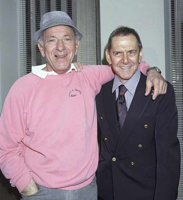 Actor Jack Klugman, left, poses with fellow actor Tony Randall at a rehearsal, Feb., 1993, New York. (AP Photo)