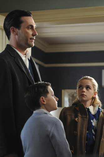 "<div class=""meta ""><span class=""caption-text "">In this TV publicity image released by AMC, from left, Jon Hamm portrays Don Draper, Jared Gilmore portrays Robert Draper and Kiernan Shipka portrays Sally Draper in a scene from ""Mad Men.""  (AP Photo/AMC)</span></div>"