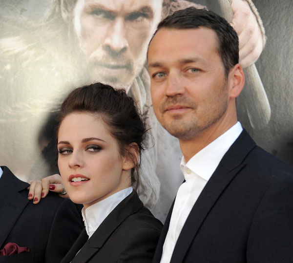 "<div class=""meta ""><span class=""caption-text ""> This May 29, 2012 file photo shows actress Kristen Stewart and director Rupert Sanders attending the ""Snow White and the Huntsman"" screening in Los Angeles. Stewart and director Rupert Sanders are apologizing publicly to their loved ones following reports of infidelity. The 22-year-old actress and the 41-year-old filmmaker issued separate apologies to People magazine Wednesday, July 25, saying they regret the hurt they have caused. Stewart has been in a relationship for several years with her ""Twilight"" co-star Robert Pattinson. Sanders is married and has two children.  (Photo by Jordan Strauss/Invision/AP)</span></div>"