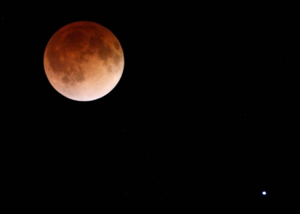 Blood moon shot at about 2:30 am this morning from Hinsdale. <span class=meta>(Ian McLeod)</span>