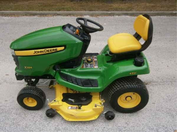 "2011 John Deere Model X324 Tractor Starts, Runs, Drives Notice: Has weak battery ""United States of America v. Rita A Crundwell"" Mileage: 95 hrs"