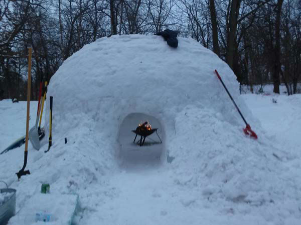 "<div class=""meta image-caption""><div class=""origin-logo origin-image ""><span></span></div><span class=""caption-text"">The igloo was finished just in time for Linda's 50th birthday party.  (WLS Photo/ Linda Seguin)</span></div>"