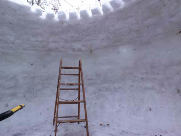 "<div class=""meta image-caption""><div class=""origin-logo origin-image ""><span></span></div><span class=""caption-text"">She said the igloo is popular with her neighbors, who can't wait to look inside. (WLS Photo/ Linda Seguin)</span></div>"