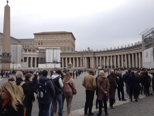 Photo by ABC7 producer Ross Weidner (@RossWeidner):  Huge line wrapping around St Peter's Square