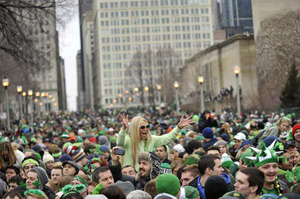 A large crowd watches the St. Patrick&#39;s Day parade in Chicago, Saturday, March, 16, 2013. &#40;AP Photo&#47;Paul Beaty&#41; <span class=meta>(AP Photo&#47; PAUL BEATY)</span>