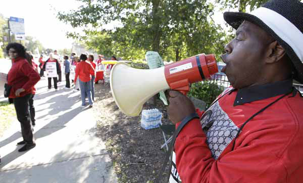 Michael Grant, a parent of a Chicago public school student, walks a picket line outside Shoop Elementary School in support of striking CPS teachers, Tuesday, Sept. 11, 2012. This is the second day of a strike in the nation&#39;s third-largest school district as negotiations by the two sides failed to reach an agreement Monday in a bitter contract dispute over evaluations and job security. &#40;AP Photo&#47;M. Spencer Green&#41; <span class=meta>(AP Photo&#47; M. Spencer Green)</span>