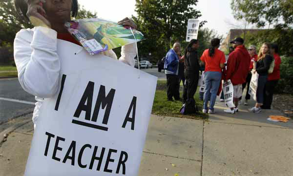 A handful of teachers picket outside Shoop Elementary School in Chicago, Monday, Sept. 17, 2012, as a strike by Chicago Teachers Union members heads into its second week. Mayor Rahm Emanuel said he will seek a court order to force the city&#39;s teachers back into the classroom. &#40;AP Photo&#47;M. Spencer Green&#41; <span class=meta>(AP Photo&#47; M. Spencer Green)</span>