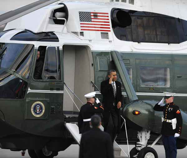 President Barack Obama salutes while walking off Marine One before leaving O&#39;Hare International Airport in Chicago, Friday, Feb. 15, 2013. &#40;AP Photo&#47;Paul Beaty&#41; <span class=meta>(AP Photo&#47; PAUL BEATY)</span>