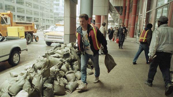 Workmen carry sandbags outside the State of Illinois building in Chicago after basements of buildings in the downtown area were flooded, April 14, 1992.  <span class=meta>(AP Photo)</span>