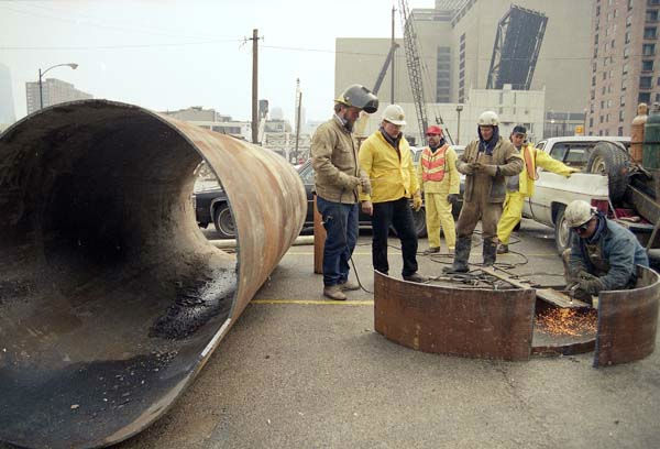 Workers prepare a pipe for use in their efforts to stop flooding in an underground tunnel system in downtown Chicago, April 15, 1992.  <span class=meta>(AP Photo)</span>