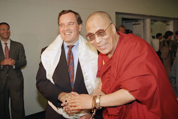 Chicago Mayor Richard Daley, left, and the Dalai Lama shake hands after a meeting on Thursday, Sept. 2, 1993. (AP Photo)