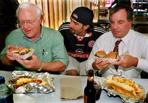 "<div class=""meta image-caption""><div class=""origin-logo origin-image ""><span></span></div><span class=""caption-text"">Chicago Mayor Richard Daley, right, and Illinois Gov. George Ryan, left, have their hands full with some steak burgers and prime rib sandwiches while visiting the Illinois State Fair in Springfield, Tuesday, Aug. 17, 1999. (AP Photo/Seth Perlman)</span></div>"