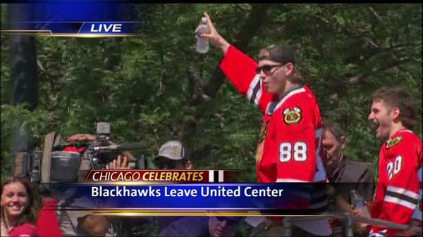 "<div class=""meta ""><span class=""caption-text "">Blackhawks Rally (WLS Photo/ ?????c.?j?í.????9 ×??u?O?)</span></div>"
