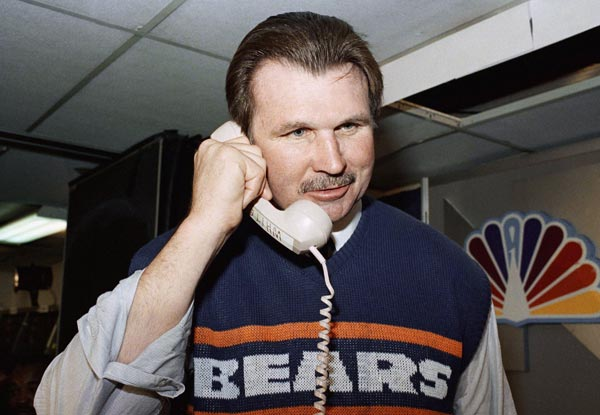 Chicago Bear head coach Mike Ditka, talks to President Ronald Reagan after Super Bowl XX in New Orleans on Sunday, Jan. 27, 1986 in New Orleans. Ditka got the congratulations while Berry received condolences. The Bears won 46-10. (AP Photo)