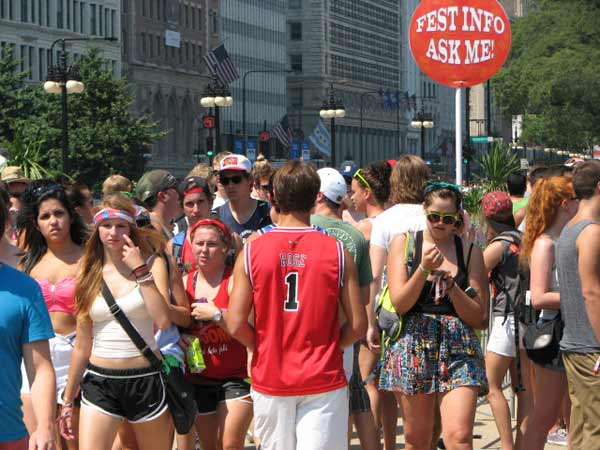 Lollapalooza fans and visitors storm the front gate to enter the popular Chicago music festival located at Grant Park on August 3, 2012.  <span class=meta>(Evan Peterson&#47; ABC 7 Chicago)</span>