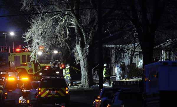"<div class=""meta ""><span class=""caption-text "">South Bend police and fire officials examine a home where a a plane crash occurred near the South Bend Regional Airport Sunday March 17, 2013 in South Bend, Ind. The private jet apparently experiencing mechanical trouble crashed in a northern Indiana neighborhood, resulting in injuries and striking three homes, authorities and witnesses said. (AP Photo/Joe Raymond) (AP Photo/ Joe Raymond)</span></div>"