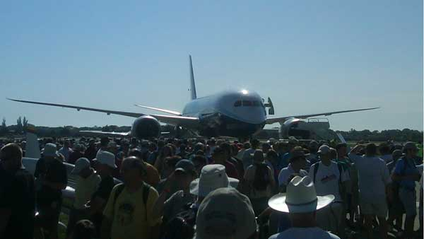 : Boeing&#39;s 787 Dreamliner arrives at the air show in Oshkosh, Wisconsin. The Chicago-based aviation giant is making the plane available for public tours for the first time today at EAA AirVenture Oshkosh 2011.   <span class=meta>(ABC7 Ben Bradley)</span>