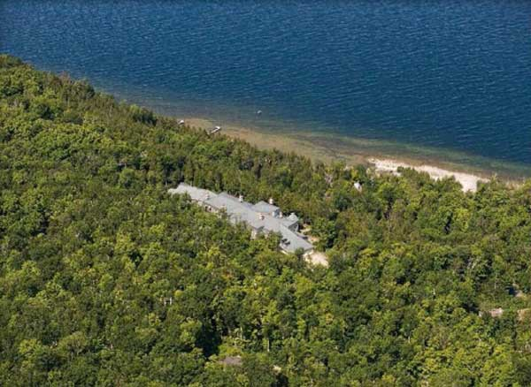"<div class=""meta ""><span class=""caption-text "">An aerial view of Sur La Baie, Wisconsin's largest single-family home. The Door County mansion is up for auction (http://www.hilcoreal.com)</span></div>"