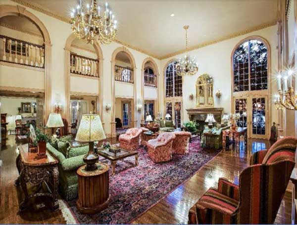 "<div class=""meta ""><span class=""caption-text "">The Grand Hall is an elegant space adorned with extensive stone terraces with carved balustrades, a fireplace with a hand-carved mantle, three upstairs galleries, each with a romantic balcony overlooking the main hall, and crowned with a classic Trumeau ceiling. (www.hilcoreal.com)</span></div>"