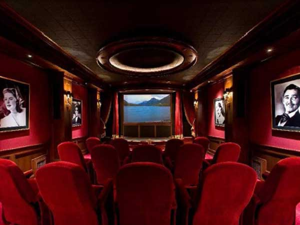 "<div class=""meta ""><span class=""caption-text "">Luxurious art deco theatre is reminiscent of Hollywood's Golden Age, the entry includes a ticket booth and two concession stands with popcorn maker. (www.hilcoreal.com)</span></div>"