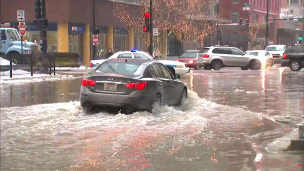 "<div class=""meta image-caption""><div class=""origin-logo origin-image ""><span></span></div><span class=""caption-text"">A water main break at McClurg Court between Ontario and Ohio streets hampered the flow of traffic in Streeterville. Cars are re-routed through the area as crews attempt to fix the leak.  (WLS Photo)</span></div>"