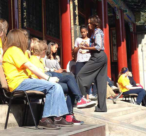 "<div class=""meta image-caption""><div class=""origin-logo origin-image ""><span></span></div><span class=""caption-text"">Middle school students and faculty from Arlington Heights District 25 met with First Lady Michelle Obama in Beijing while on a China Excursion.  (H. Brenda Hsu/Chinese Teacher, Thomas Middle School)</span></div>"
