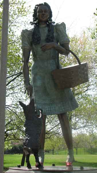 "<div class=""meta image-caption""><div class=""origin-logo origin-image ""><span></span></div><span class=""caption-text"">Dorothy and Toto were the last sculptures to be made. They were both made out of bronze and were added to the park in May of 2007. These sculptures are located at 2021 N. Burling St. (Joanna Wesoly/ABC 7 Chicago)</span></div>"