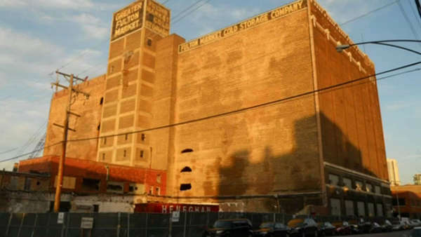 A photographer captured images as the Fulton Market Cold Storage building defrosted before being renovated.  <span class=meta>(ABC7 Chicago)</span>
