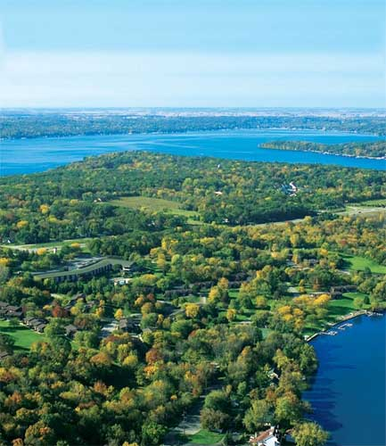 "<div class=""meta ""><span class=""caption-text "">Geneva Ridge Resort in Lake Geneva, WI: Upscale golf-and-spa retreat on the shores of quiet, family-friendly Lake Como Property houses the Geneva National Golf Club boasts 54 holes -- 3 courses -- designed by legends Arnold  Palmer, Gary Player and Lee Trevino and just completed major renovations to its outdoor space.</span></div>"
