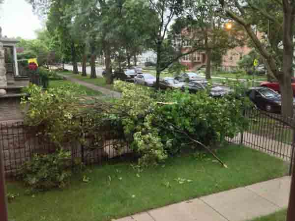 "<div class=""meta image-caption""><div class=""origin-logo origin-image ""><span></span></div><span class=""caption-text"">A line of fast-moving storms struck right around Monday's evening rush hour, downing trees and leaving thousands without power. (ABC7 viewer photo)</span></div>"