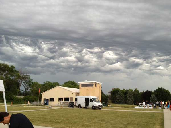 Cloud pattern above North Chicago at FBI range <span class=meta>(ABC7&#39;s Ravi Baichwal)</span>