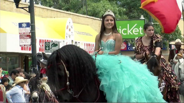 Photos from ABC7&#39;s broadcast of the 26th Street Mexican Independence Day Parade. <span class=meta>(WLS Photo)</span>