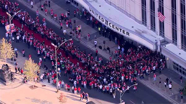 "<div class=""meta ""><span class=""caption-text "">The 2013 Stanley Cup Champion Blackhawks were greeted by fans as they arrived for the season opener at Chicago's United Center on Tuesday, October 1, 2013.  (WLS Photo)</span></div>"