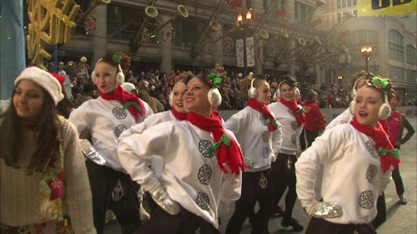 Warm weather and holiday cheer brought thousands of Chicago-area residents to State Street for the annual Thanksgiving Day Parade.  <span class=meta>(WLS Photo)</span>