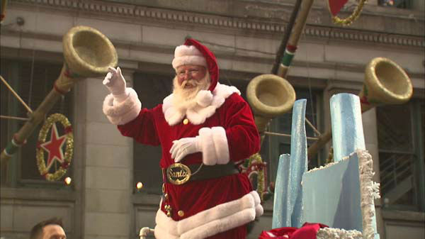 "<div class=""meta ""><span class=""caption-text "">Warm weather and holiday cheer brought thousands of Chicago-area residents to State Street for the annual Thanksgiving Day Parade.  (WLS Photo)</span></div>"