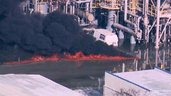"<div class=""meta ""><span class=""caption-text "">Flames and heavy smoke shot out of an Alsip refinery after reports of a possible explosion at the facility.</span></div>"