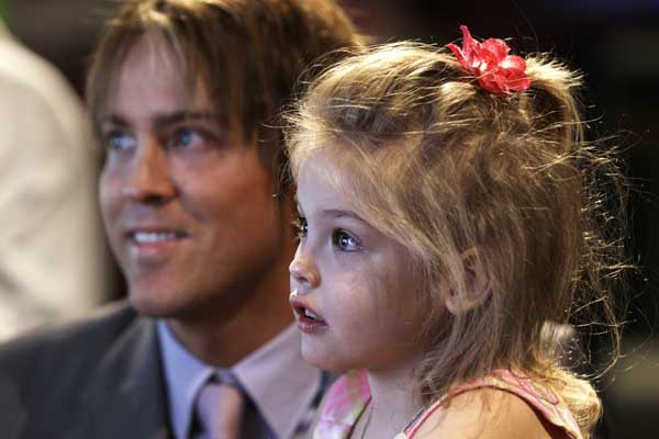 Larry Birkhead and daughter Dannielynn play a game at the Kentucky Derby Museum Wednesday, April 28, 2010, in Louisville, Ky. (AP Photo/Charlie Riedel)