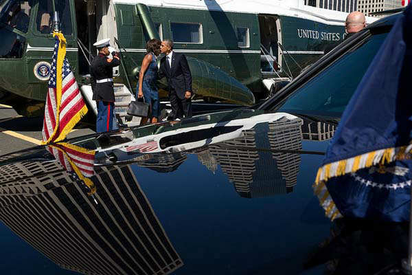 Sept. 23, 2013: The President and First Lady kiss before departing for separate events after arriving at the Wall Street Landing Zone aboard Marine One in New York.   <span class=meta>(Official White House Photo by Pete Souza)</span>