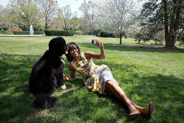April 11, 2013: Chuck Kennedy photographed the First Lady as she takes a &#39;selfie&#39; with Bo, the Obama family dog, for National Geographic.  <span class=meta>(Official White House Photo by Chuck Kennedy)</span>