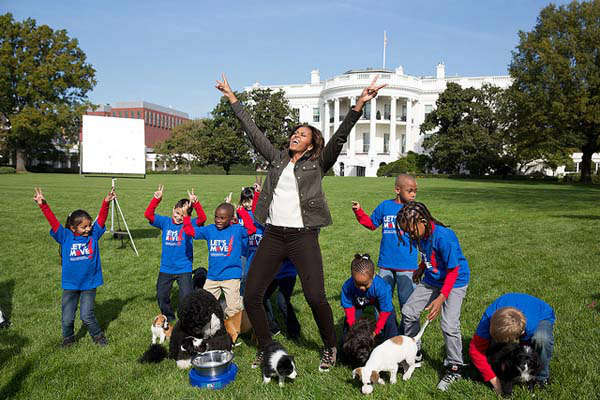 Oct. 28, 2013 Amanda Lucidon made this photograph of the First Lady as she participated in a filming for the Animal Planet Puppy Bowl on the South Lawn of the White House.   <span class=meta>(Official White House Photo by Amanda Lucidon)</span>