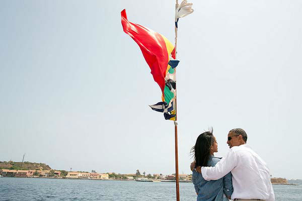 June 27, 2013: The President and his daughter Malia talk on the bow of a ferry traveling to Goree Island, Senegal.  <span class=meta>(Official White House Photo by Pete Souza)</span>