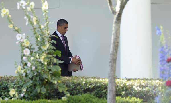"<div class=""meta ""><span class=""caption-text "">President Barack Obama walks along the Colonnade at the White House in Washington, Friday, June 15, 2012, before heading to Chicago for the weekend with his family. (AP Photo/Susan Walsh) (AP Photo/ Susan Walsh)</span></div>"