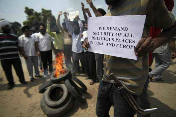 "<div class=""meta image-caption""><div class=""origin-logo origin-image ""><span></span></div><span class=""caption-text"">An Indian Sikh man holds a placard during a protest against the deadly shooting attack at a Sikh temple in Wisconsin, in Jammu, Monday, Aug. 6, 2012. Indian Prime Minister Manmohan Singh, a Sikh himself, said Monday that he was shocked and saddened by the shooting attack that killed six people at a Sikh house of worship in the U.S. state of Wisconsin. (AP Photo/Channi Anand) (AP Photo/ Channi Anand)</span></div>"