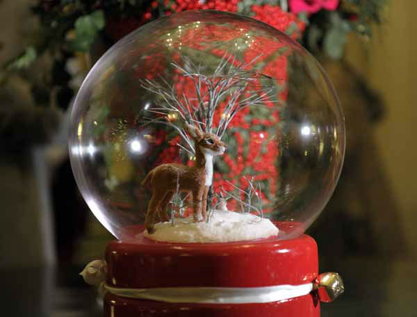 A decoration is on display in the Library of the White House in Washington, Wednesday, Nov. 28, 2012, during a preview of the holiday decorations.  &#40;AP Photo&#47;Susan Walsh&#41; <span class=meta>(AP Photo&#47; Susan Walsh)</span>