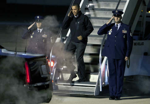 "<div class=""meta ""><span class=""caption-text "">President Barack Obama salutes as he deplanes Air Force One on his early-morning arrival in Madison, Wis., Monday, Nov. 5, 2012. (AP Photo/Andy Manis) (AP Photo/ Andy Manis)</span></div>"