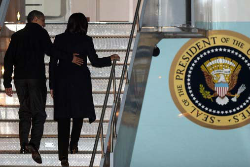 President Barack Obama and first lady Michelle Obama depart the Des Moines International Airport Monday, Nov. 5, 2012, in Des Moines, Iowa.&#40;AP Photo&#47;Conrad Schmidt&#41; <span class=meta>(AP Photo&#47; Conrad Schmidt)</span>
