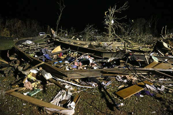 "<div class=""meta image-caption""><div class=""origin-logo origin-image ""><span></span></div><span class=""caption-text"">The frame of a mobile home is pictured with debris after a tornado hit a mobile home park near Dale, Okla., Sunday, May 19, 2013. (AP Photo Sue Ogrocki) (AP Photo/ Sue Ogrocki)</span></div>"