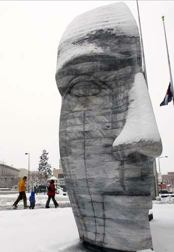 "<div class=""meta ""><span class=""caption-text "">Pedestrians pass by the snow-covered sculpture of the double-headed Janus of Greek mythology by artist Larry Kirkland in Denver as a spring storm packing high winds and heavy snow sweeps over Colorado's Front Range and on to the eastern plains on Saturday, March 23, 2013. Forecasters predict up to a foot of snow will fall in some locations in Colorado before the storm heads toward the nation's midsection. (AP Photo/David Zalubowski) (AP Photo/ David Zalubowski)</span></div>"